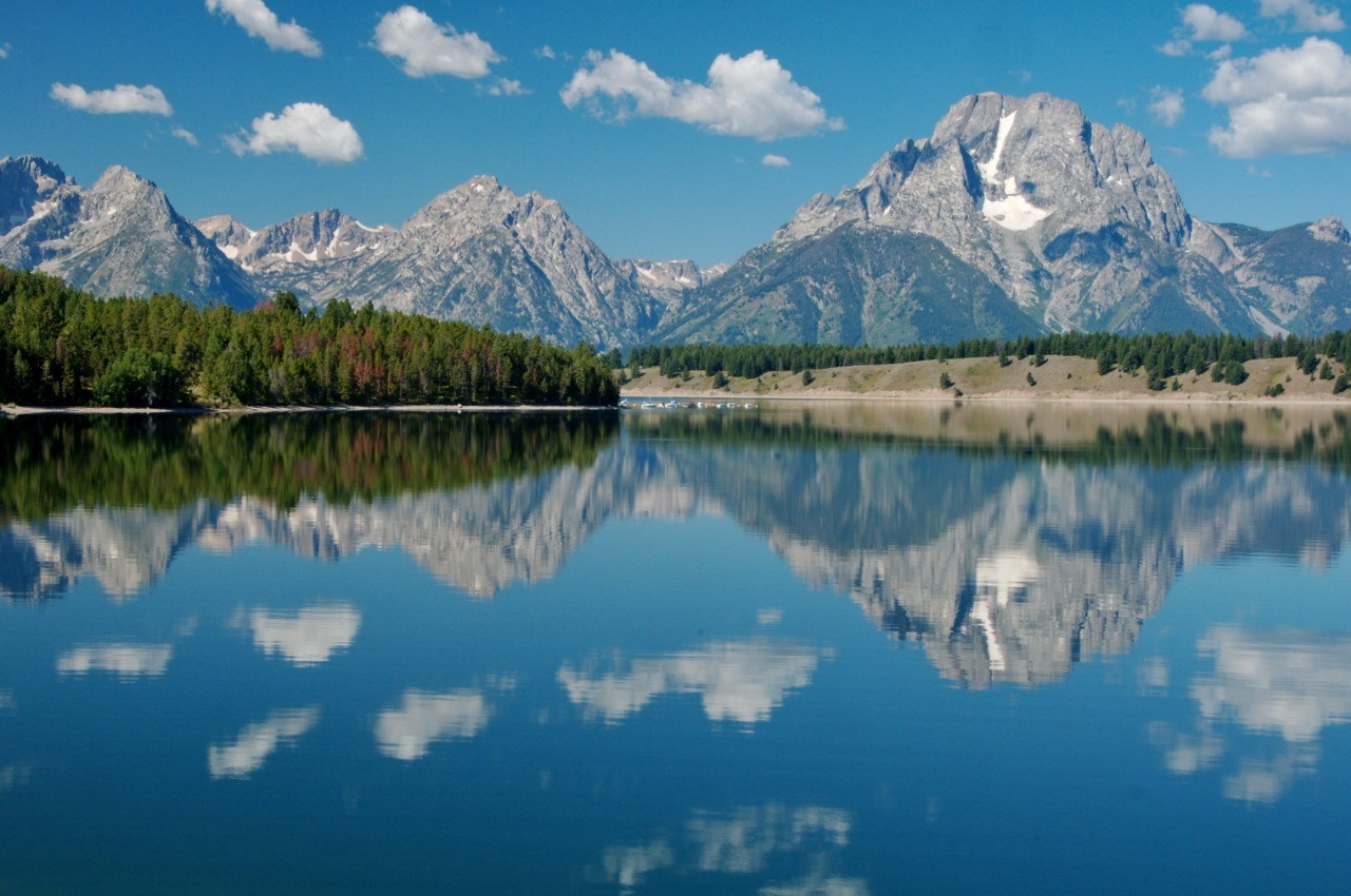 Grand_Teton_across_Jackson_Lake_with_Puffy_Clouds
